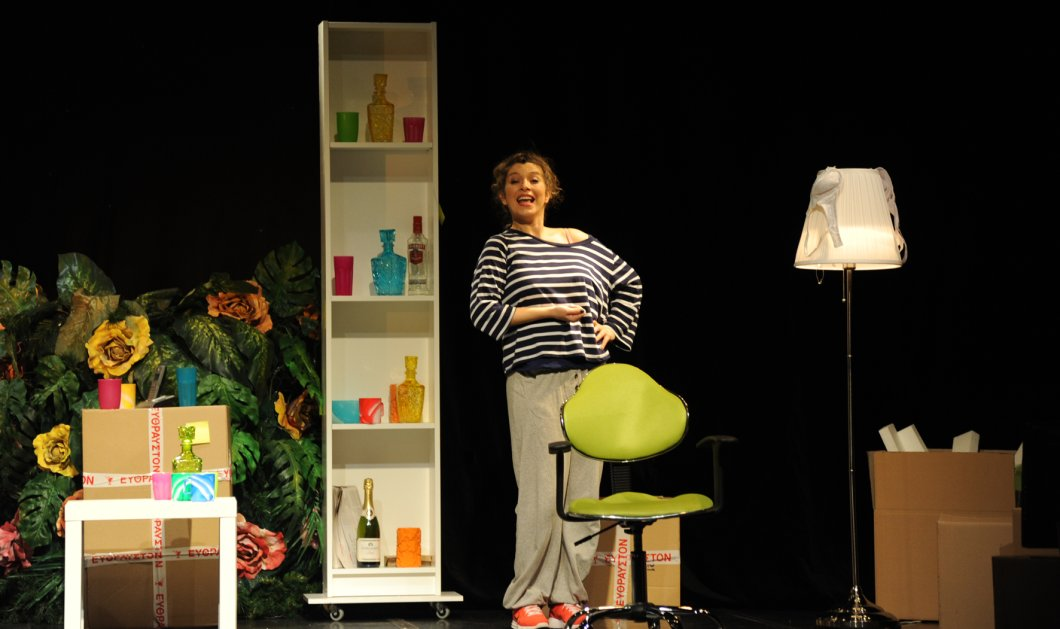 «Cavewoman» η Σύλβια Δεληκούρα - Το εκπληκτικό έργο της Emma Peirson στο θέατρο Coronet! - Κυρίως Φωτογραφία - Gallery - Video