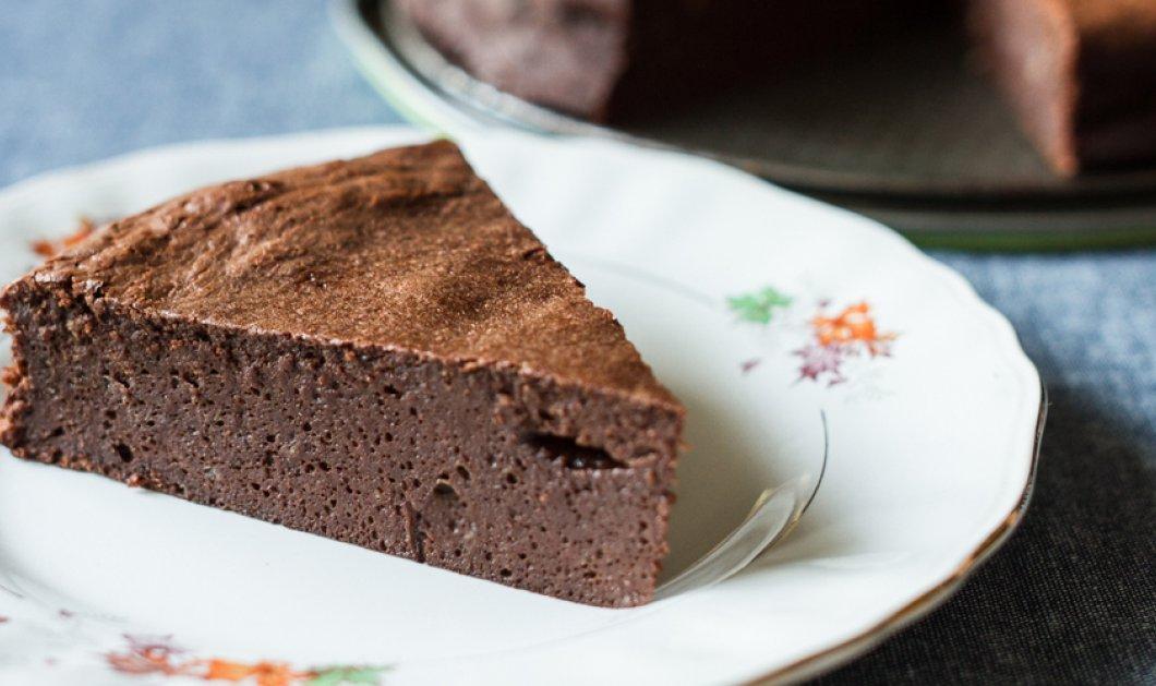 Ένα πεντανόστιμο κέικ σοκολάτας ατμού από τον πρωτοπόρο νεαρό σεφ, Άκη Πετρετζίκη!  - Κυρίως Φωτογραφία - Gallery - Video