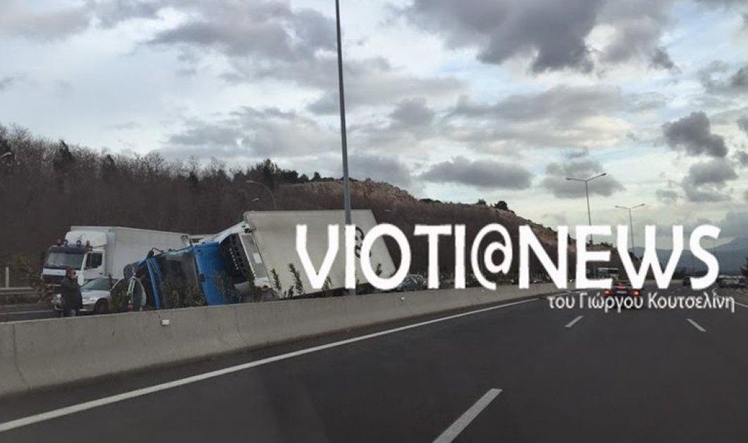 Τραγωδία στη Μαλακάσα: Φορτηγό στην Εθνική Οδό έριξε κολώνα πάνω σε ΙΧ σκοτώνοντας τους 2 επιβαίνοντες - Κυρίως Φωτογραφία - Gallery - Video