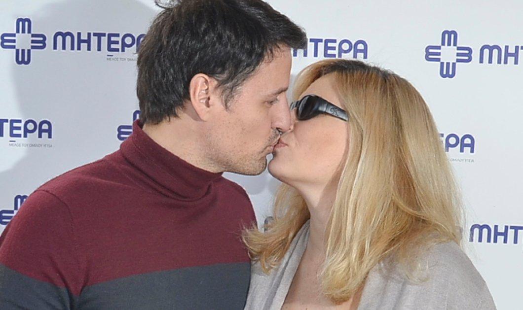 Θεοφανία Παπαθωμά - Γρηγόρης Πετράκος: Οι πρώτες δηλώσεις και το ''καυτό'' φιλί τους κατά την έξοδο από το μαιευτήριο! (φωτό) - Κυρίως Φωτογραφία - Gallery - Video