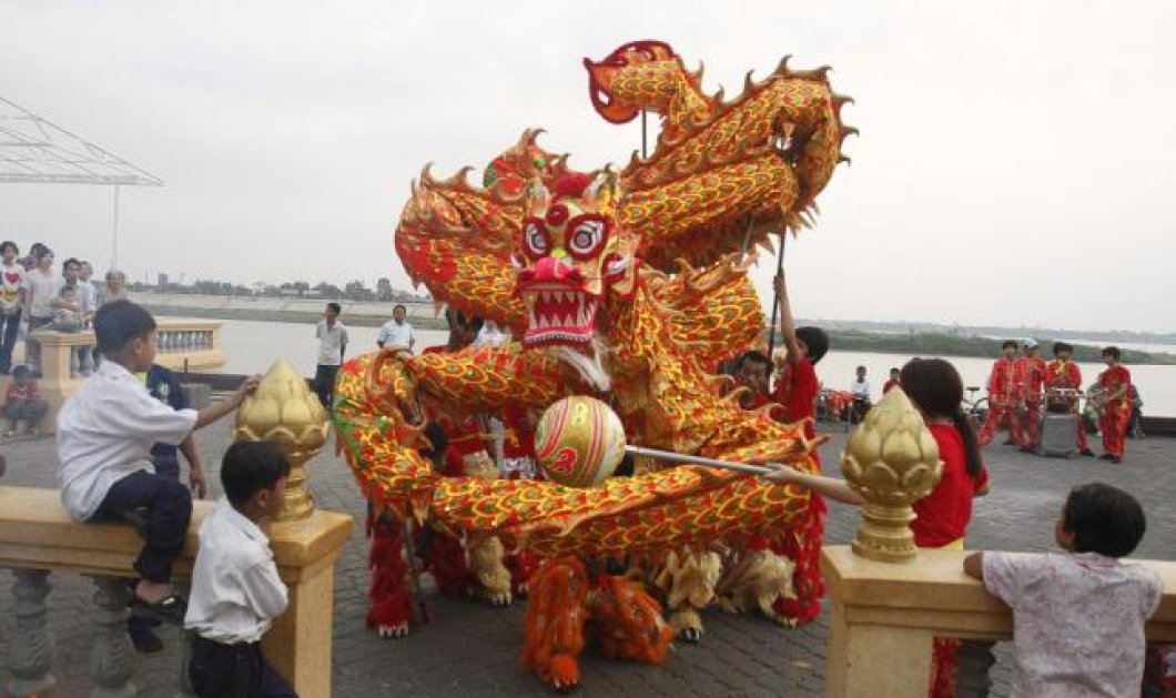 Kαλή χρονιά του φιδιού με ομορφιά, ευφυία, υπερηφάνεια αλλά και θυμό - Φαντασμαγορική η υποδοχή του νέου χρόνου στην Ασία (εικόνες - βίντεο)  - Κυρίως Φωτογραφία - Gallery - Video