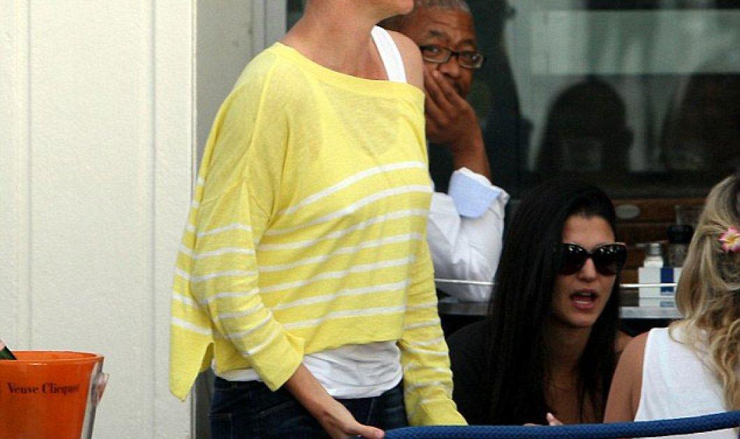 H Charlize Theron η ωραιότερη γυναίκα του Χόλυγουντ σαν αγόρι? Γιατί σε τέτοια χάλια? - Κυρίως Φωτογραφία - Gallery - Video