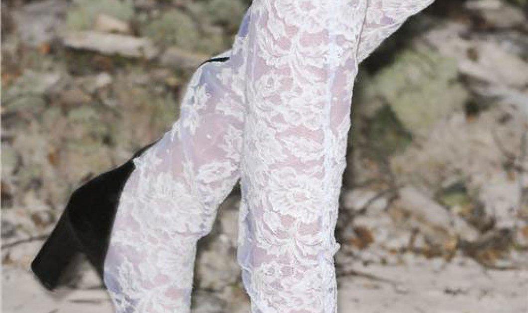 Μαύρες και λευκές δαντελένιες μπότες με υπογραφή Chanel - Μόλις γεννήθηκε το νέο γυναικείο όπλο (φωτογραφίες) - Κυρίως Φωτογραφία - Gallery - Video