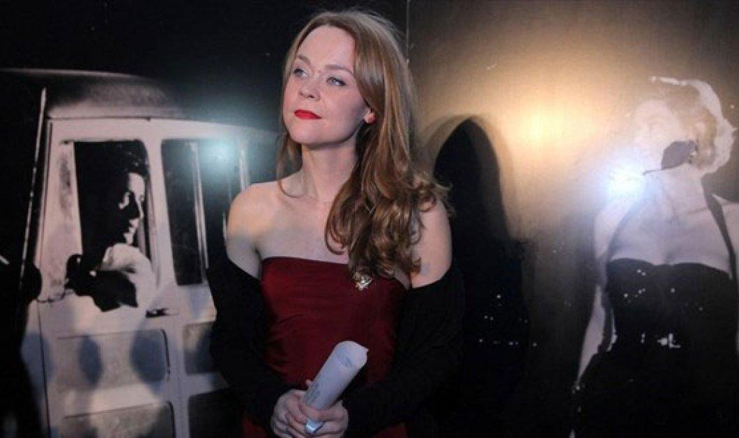 Την καρφίτσα της Μελίνας Μερκούρη «φόρεσε» η Λένα Παπαληγούρα - Στα χθεσινά βραβεία για την καλύτερη ηθοποιό! (φωτό) - Κυρίως Φωτογραφία - Gallery - Video