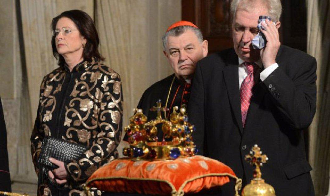 Δείτε τον πρόεδρο της Τσεχίας να...τρεκλίζει από το ποτό, στο βίντεο που κάνει το γύρο του κόσμου - Κυρίως Φωτογραφία - Gallery - Video