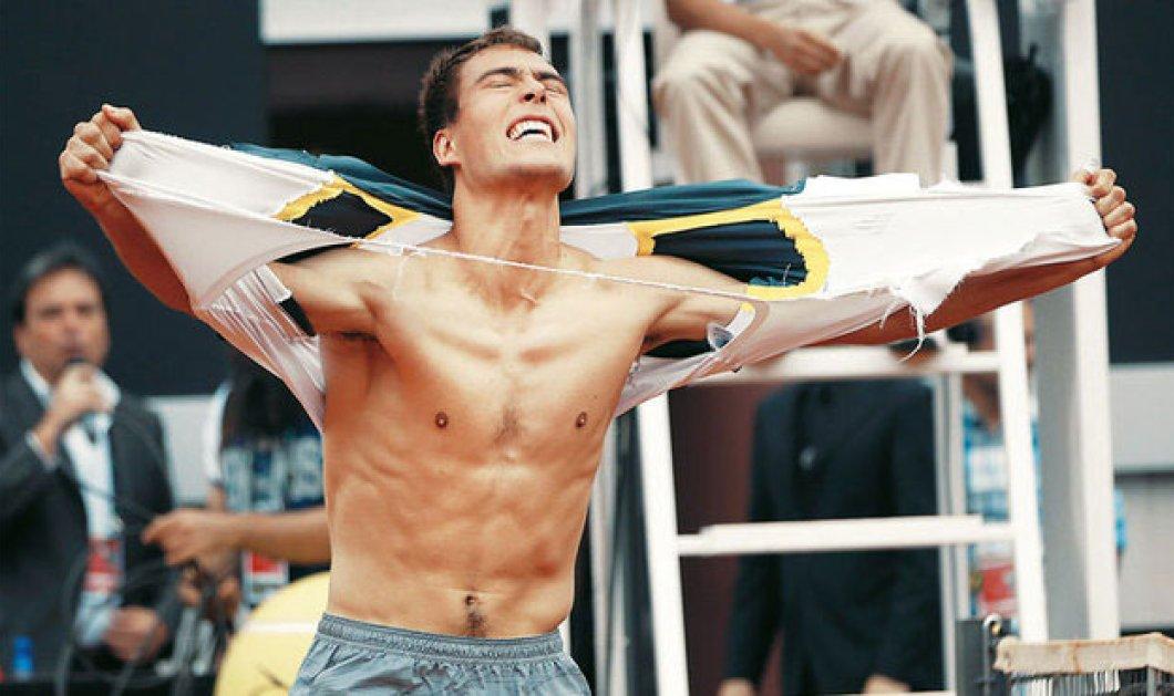 Η φωτογραφία της ημέρας - Ο τενίστας Τζέρτζι Γιάνοβιτς... βγαίνει από τα ρούχα του! - Κυρίως Φωτογραφία - Gallery - Video