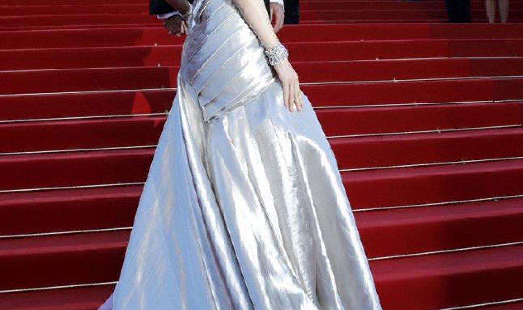 Η Ούμα Θέρμαν κέρδισε τον τίτλο της πιο καλοντυμένης στο Φεστιβάλ Καννών με ασημένια τουαλέττα - Οι υπόλοιπες κοίταζαν την ''ουρά'' της! (φωτό)  - Κυρίως Φωτογραφία - Gallery - Video