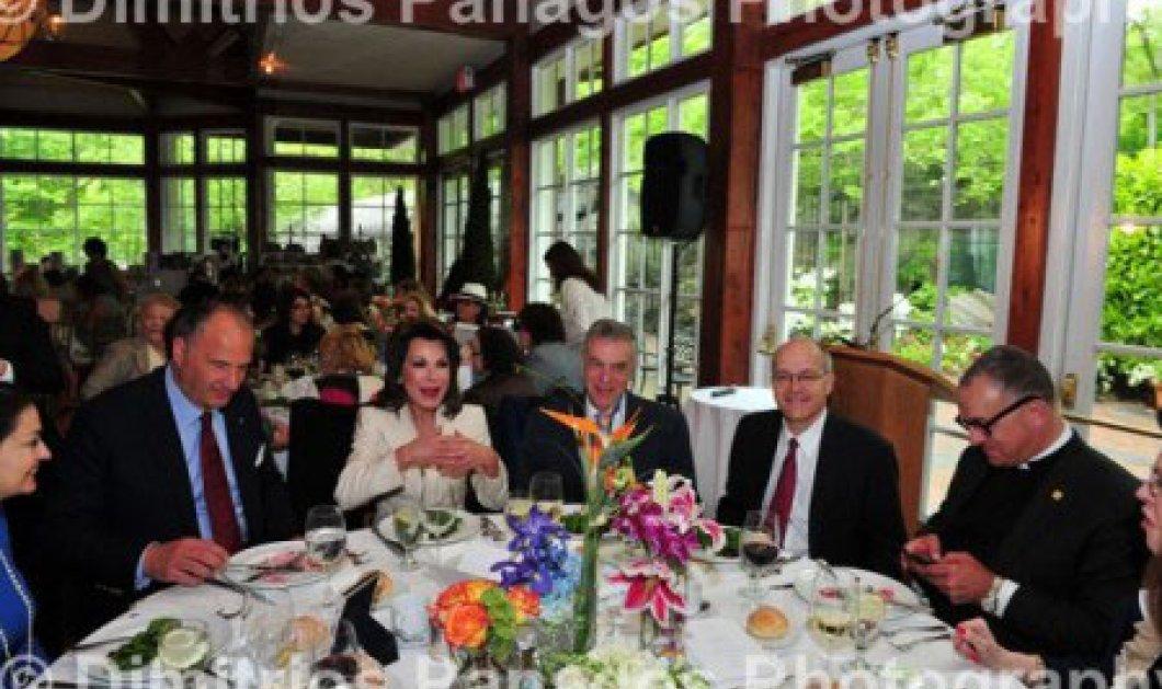 Η Γιάννα Αγγελοπούλου μοιράστηκε το Ελληνικό Δράμα της με κυρίες της φιλοπτώχου Αμερικής-Ήδη είναι στο Top Ten των New York Times (φωτό) - Κυρίως Φωτογραφία - Gallery - Video