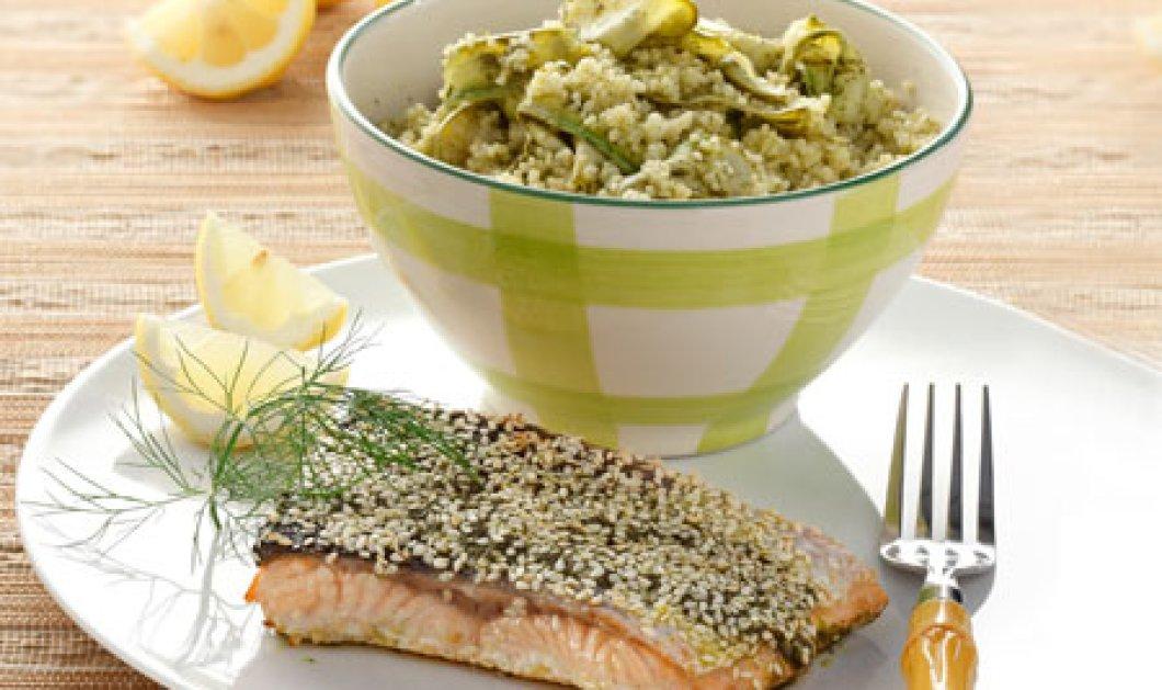 Μας άνοιξε η όρεξη σήμερα - Μαγειρεύουμε ψητό σολομό με σουσάμι και σαλάτα με κουσκούς και τριφτό κολοκύθι!  - Κυρίως Φωτογραφία - Gallery - Video