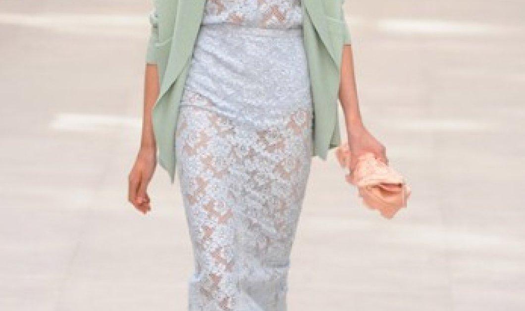 Απολαύστε τα φορέματα της Burberry από την εβδομάδα μόδας του Λονδίνου, που θα φορεθούν την ερχόμενη άνοιξη & το καλοκαίρι (φωτογραφίες) - Κυρίως Φωτογραφία - Gallery - Video