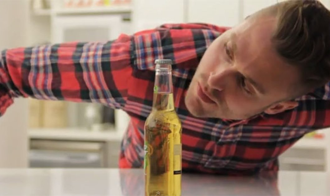Σίγουρα έχετε προσπαθήσει με διάφορους τρόπους να ανοίξεται ένα μπουκάλι μπύρας - Με αυτόν όμως πότε! Απολάυστε το βίντεο! - Κυρίως Φωτογραφία - Gallery - Video