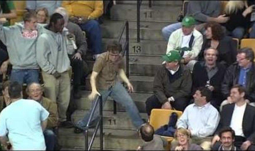 I Love this game: δείτε το απίστευτο σόου που δίνει ένας νεαρός φίλαθλος σε παιχνίδι NBA των Boston Celtics τραγουδώντας το Living on a prayer (βίντεο) - Κυρίως Φωτογραφία - Gallery - Video