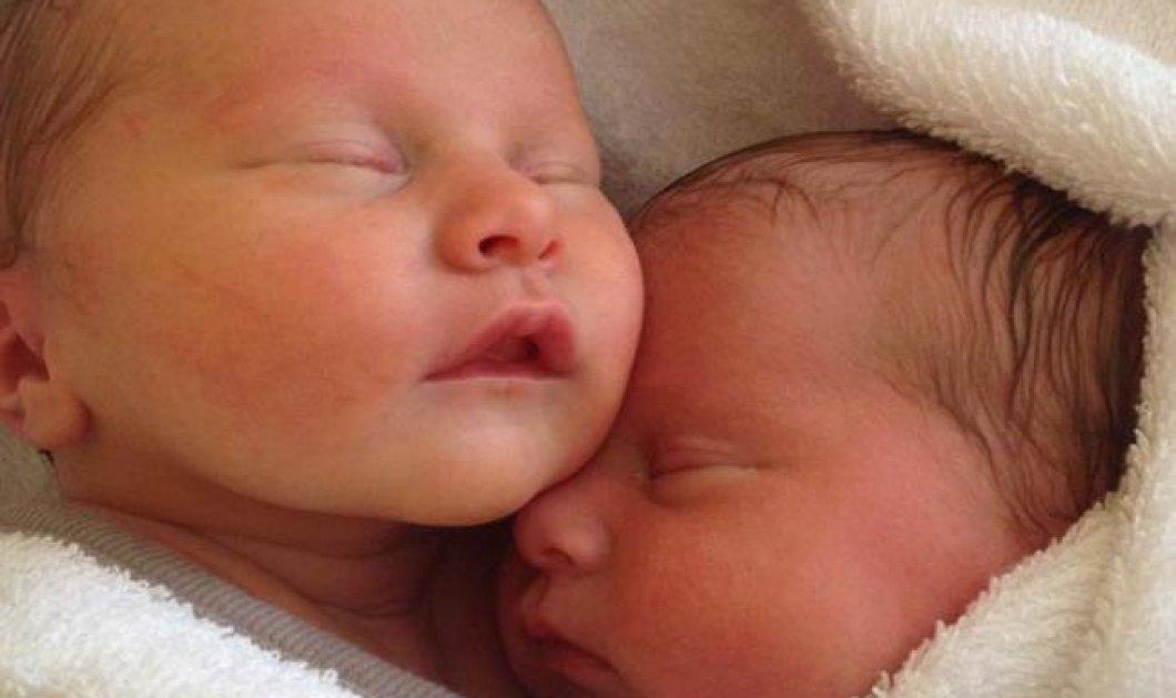 Συγκινητικό βίντεο: Αγκαλιασμένα δίδυμα, κάνουν μαζί ''Spa'' χωρίς να έχουν καταλάβει ότι έχουν γεννηθεί! (βίντεο)  - Κυρίως Φωτογραφία - Gallery - Video