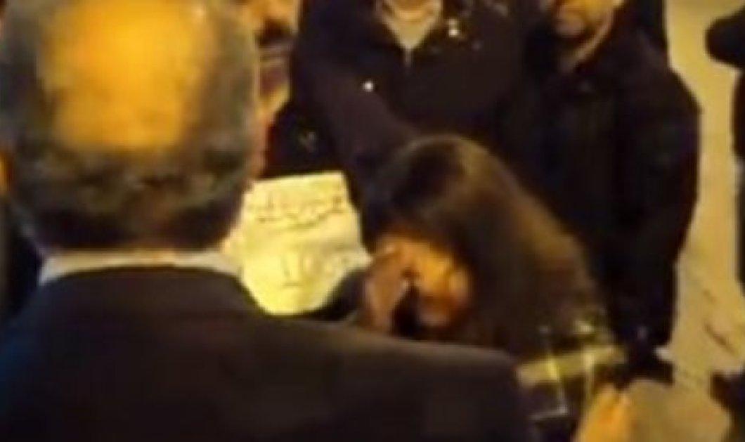 Το βίντεο της ημέρας - Tα δάκρυα μιας μαθήτριας που προκάλεσαν αμηχανία στον υφυπουργό Μεταφορών! (βίντεο)  - Κυρίως Φωτογραφία - Gallery - Video