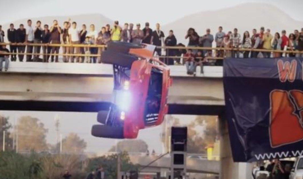 Όχι δεν είναι στιγμιότυπο από ταινία του Χόλιγουντ! Η πρώτη περιστροφή αυτοκινήτου 360 μοιρών είναι γεγονός! (βίντεο)  - Κυρίως Φωτογραφία - Gallery - Video