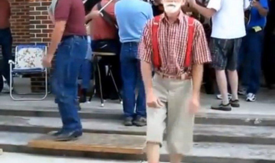 Smile: Παππούδες εν δράσει - Χορεύουν στους ρυθμούς της House και αφήνουν τους πάντες με το στόμα ανοιχτό! (βίντεο) - Κυρίως Φωτογραφία - Gallery - Video