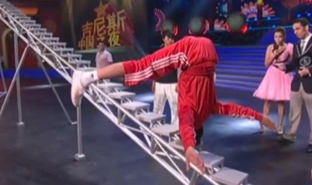 Αυτό κι αν είναι ρεκόρ Γκίνες - Κινέζος ανέβηκε με το κεφάλι 34 σκαλοπάτια και άφησε τον κόσμο με το στόμα ανοιχτό! (βίντεο) - Κυρίως Φωτογραφία - Gallery - Video