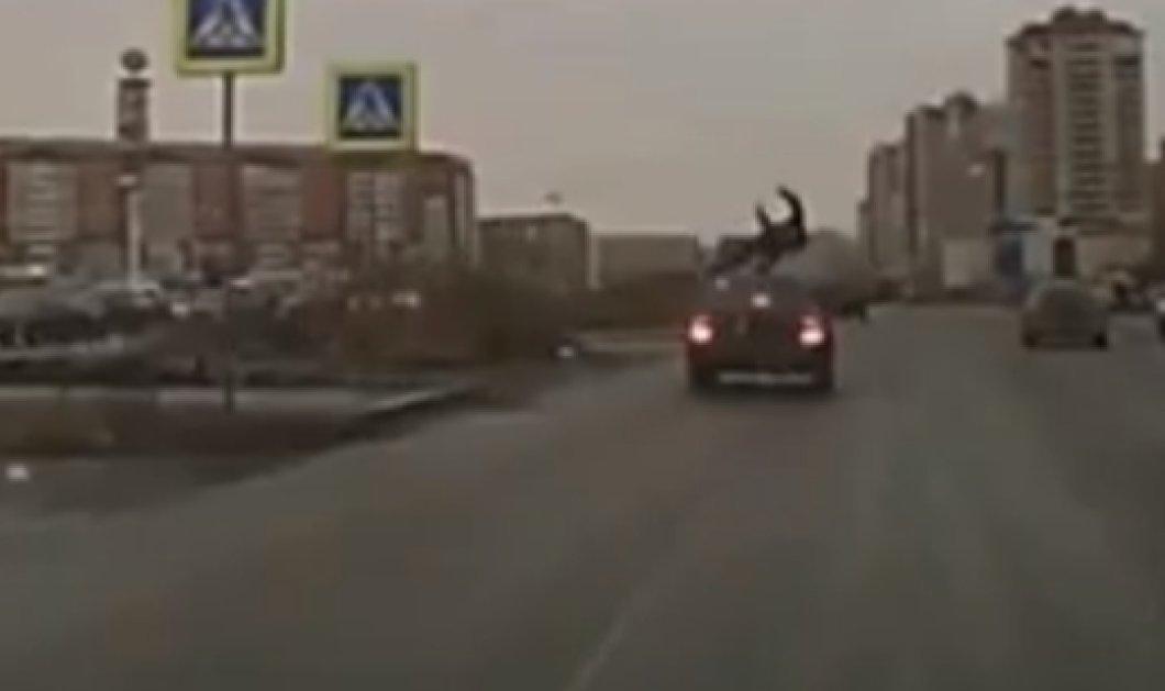 Ρωσία: Αν έχεις τύχη... - Δείτε το συγκλονιστικό βίντεο με έναν πεζό που χτυπήθηκε από αυτοκίνητο αλλά ευτυχώς σηκώθηκε! (βίντεο)  - Κυρίως Φωτογραφία - Gallery - Video