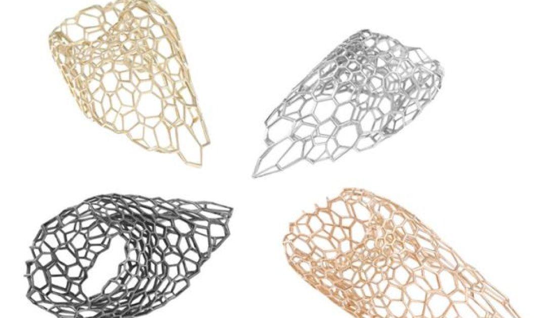 Όταν η διασημότερη αρχιτέκτονας Ζάχα Χαντίντ σχεδιάζει γεωμετρικά βραχιόλια τότε όλες οι γυναίκες θέλουν τουλάχιστον να τα δουν (φωτό) - Κυρίως Φωτογραφία - Gallery - Video