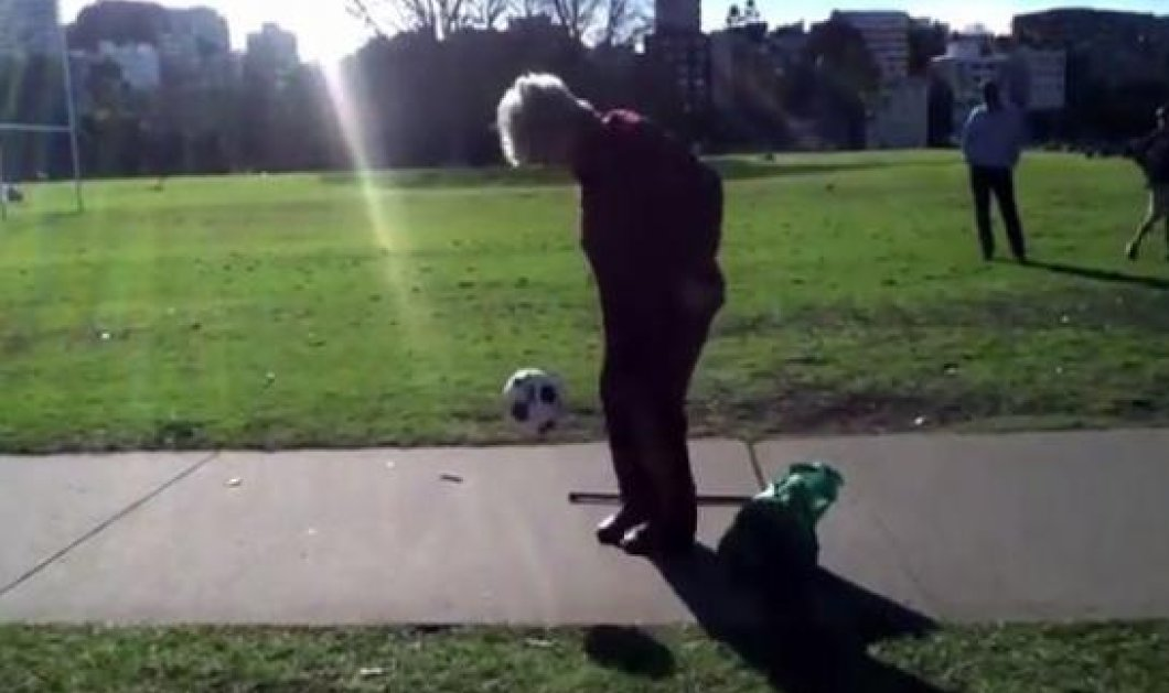 Smile: Eκπληκτικό βίντεο - Τελικά το μήλο κάτω από την μηλιά θα πέσει - Δείτε την γιαγιά του... Μέσι να κάνει κόλπα με την μπάλα! (βίντεο) - Κυρίως Φωτογραφία - Gallery - Video