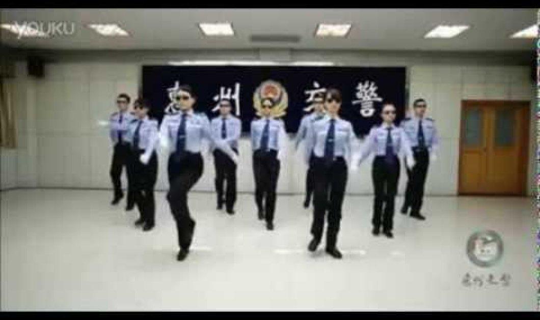 Χαχαχαχ - Οι Κινέζοι τρελάθηκαν και προσφέρουν στιγμές γέλιου – Απίστευτα βίντεο με πυροσβέστες και τροχονόμους! (βίντεο) - Κυρίως Φωτογραφία - Gallery - Video