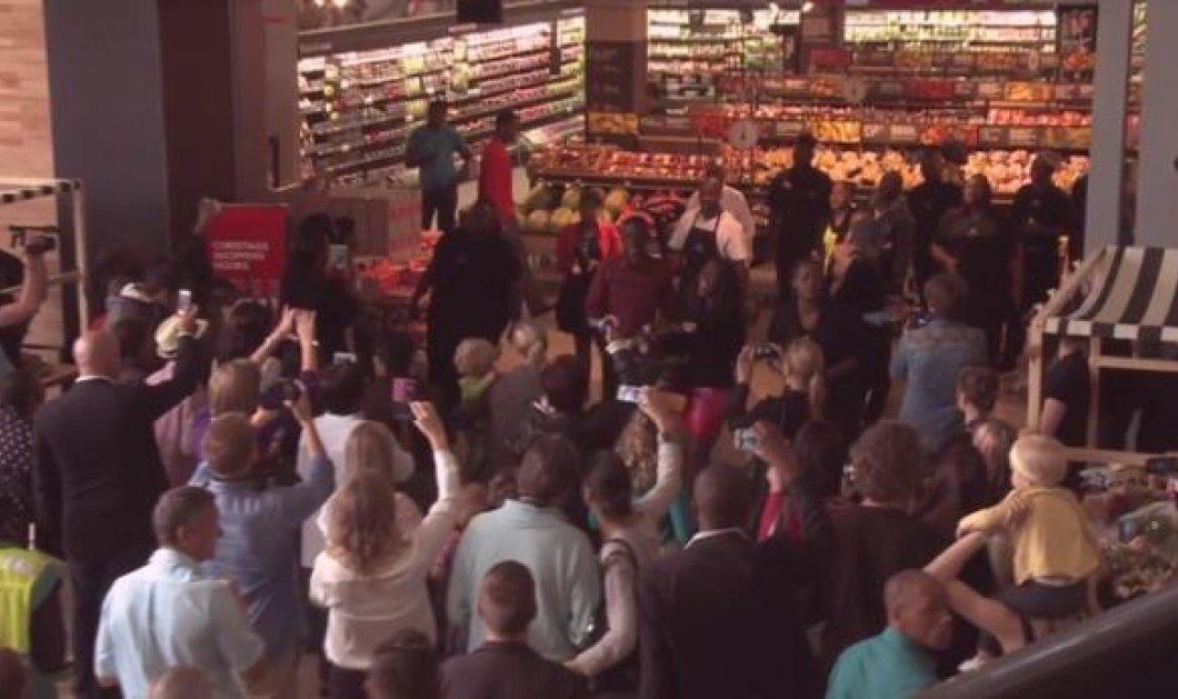 Καταπληκτικό! Μέσα σε ένα σούπερ μάρκετ όλοι οι εργαζόμενοι αρχίζουν ξαφνικά να τραγουδούν υπέροχα αποτίοντας φόρο τιμής στον Μαντέλα! (βίντεο)  - Κυρίως Φωτογραφία - Gallery - Video
