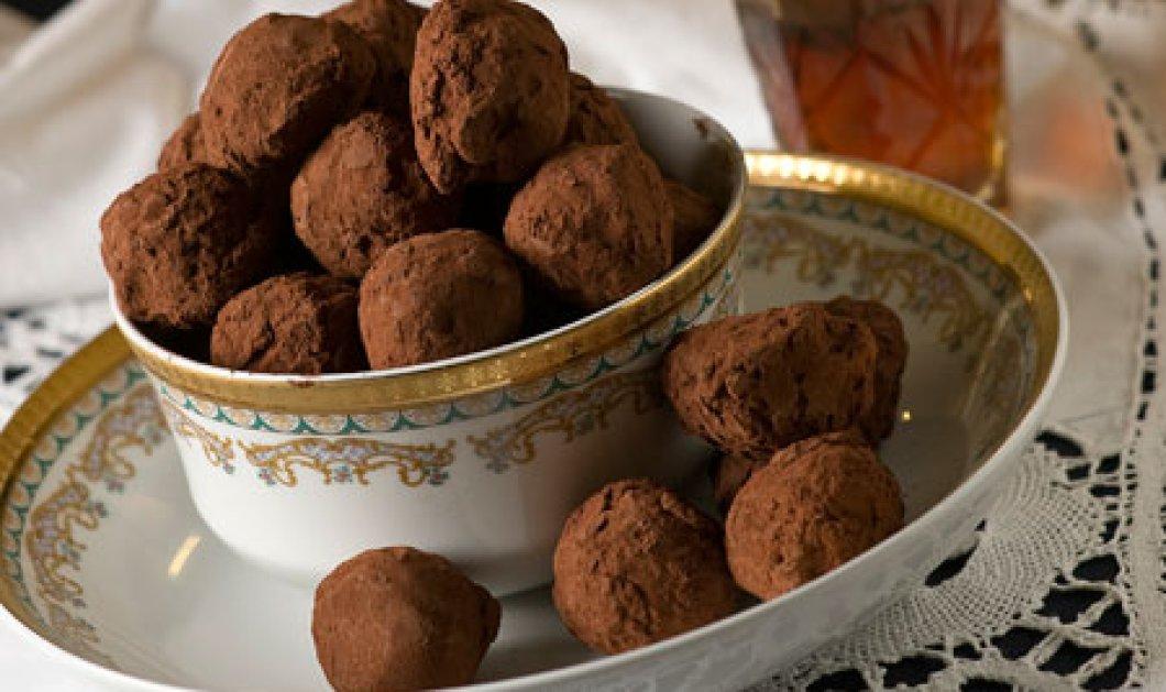 Τρουφάκια με ρούμι, η απόλυτη γλυκιά αμαρτία - ιστορία του Στέλιου Παρλιάρου - Κυρίως Φωτογραφία - Gallery - Video
