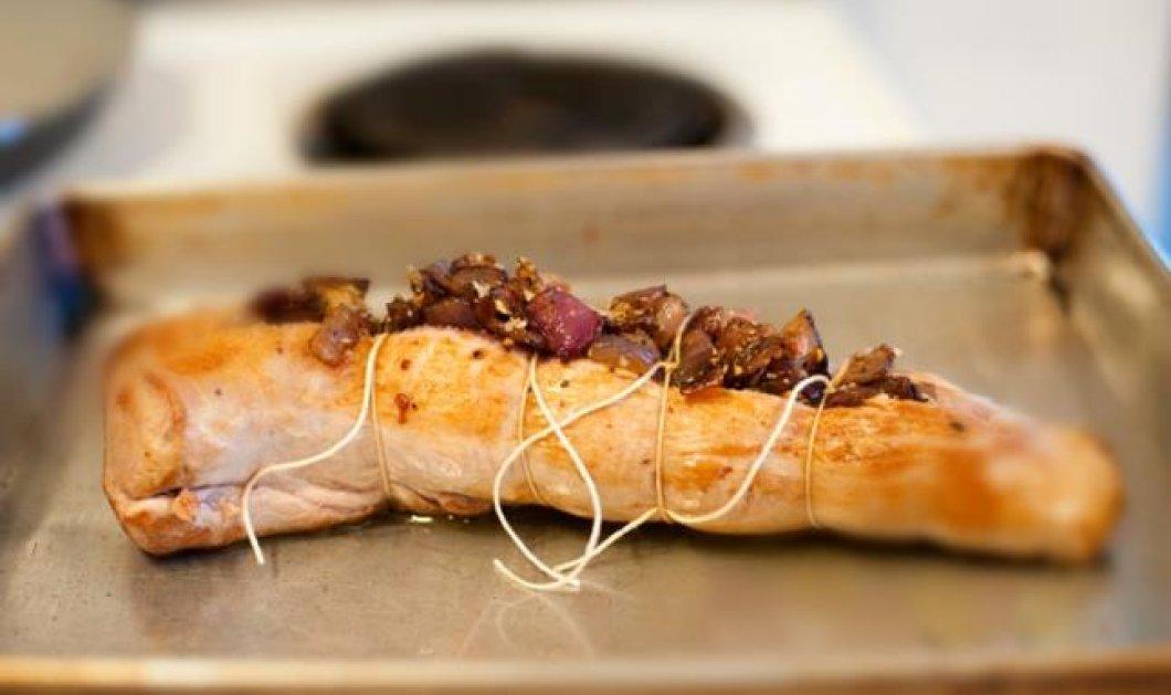 Χριστουγεννιάτικο ψαρονέφρι γεμιστό με καραμελωμένα κρεμμύδια, δαμάσκηνα και σουσάμι από τον εξαιρετικό σεφ μας Γιάννη Τόμπα! - Κυρίως Φωτογραφία - Gallery - Video