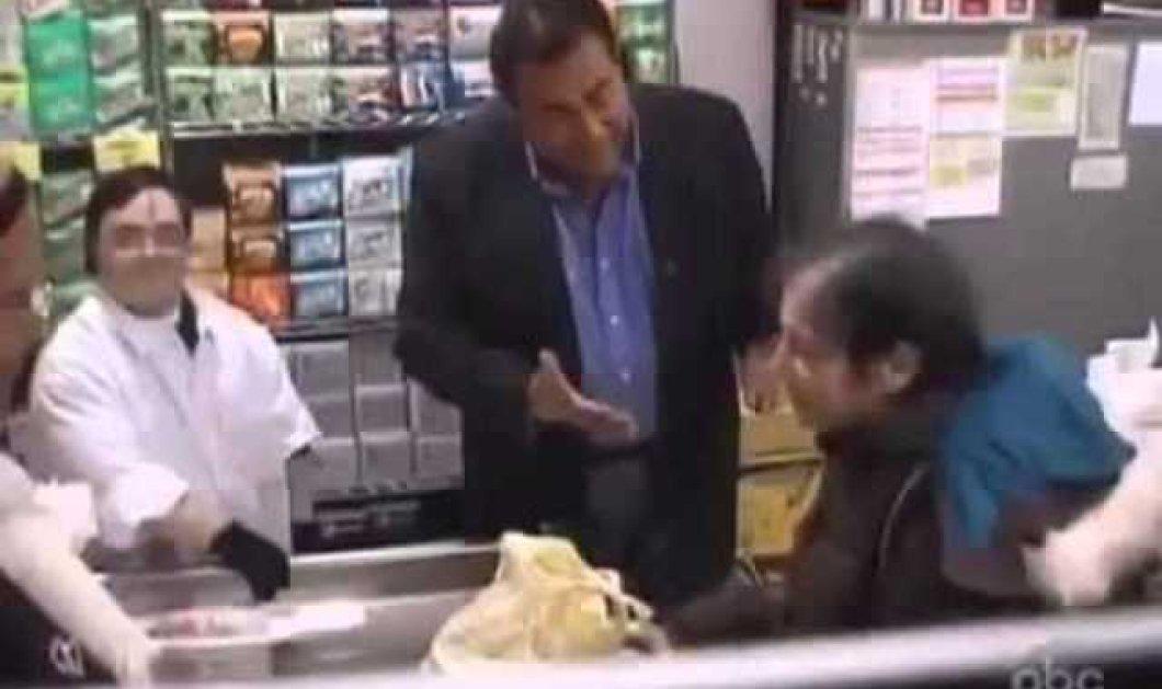 Εκπληκτικό βίντεο πείραμα: Πελάτες προσβάλουν έναν εργαζόμενο με σύνδρομο Down στο Super Market! Εσύ πως θα αντιδρούσες; (βίντεο) - Κυρίως Φωτογραφία - Gallery - Video