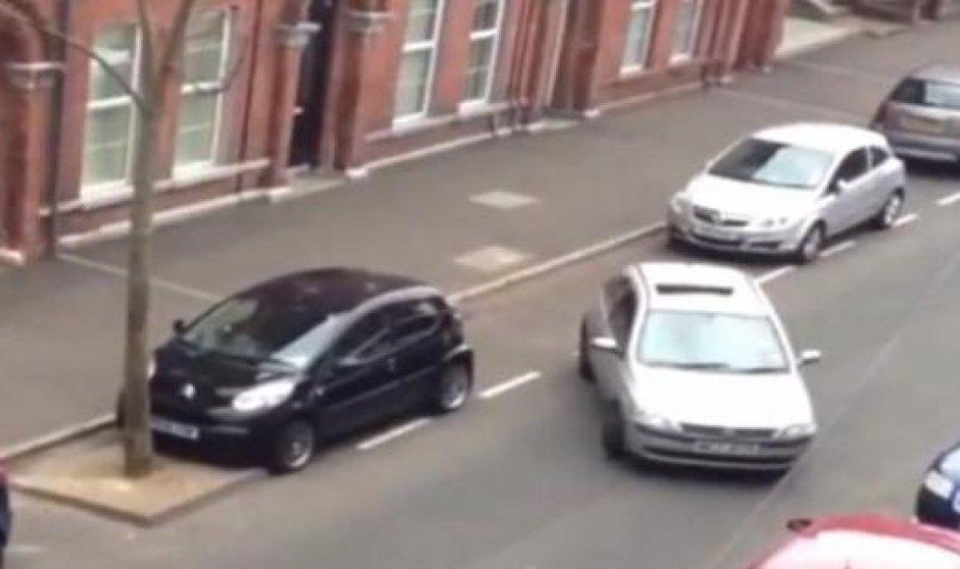 Χαχαχα - Δείτε την γυναίκα που κέρδισε το χρυσό μετάλλιο στον μαραθώνιο στάθμευσης! Ξέσπασε σε χειροκροτήματα ο κόσμος μόλις πάρκαρε! (βίντεο) - Κυρίως Φωτογραφία - Gallery - Video