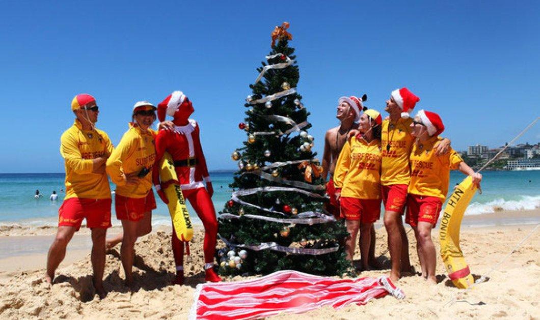 Αυτοί οι Άι-Βασίληδες -με μαγιό- κι αυτά τα δέντρα -μέσα στη θάλασσα- μόνο στην Αυστραλία! Merry Summer Christmas! - Κυρίως Φωτογραφία - Gallery - Video