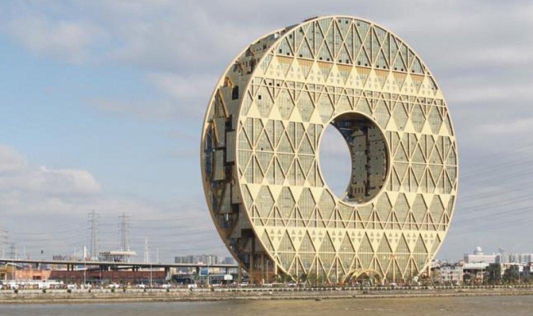 Ουρανοξύστη σε σχήμα ντόνατ έφτιαξαν οι νεόπλουτοι Κινέζοι και το επιδεικνύουν σε όλο τον κόσμο - ομολογουμένως εντυπωσιακό - Δείτε το! (φωτό)  - Κυρίως Φωτογραφία - Gallery - Video