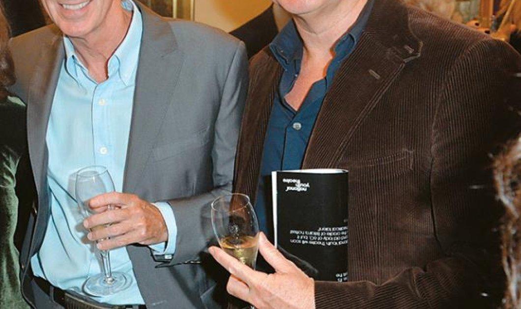 Άλαν Πίτερς-Τσαρλς Γουόρθινγκτον: Αυτό είναι το ζευγάρι των γκέι Άγγλων κωμμωτών που αγόρασε για 5,5 εκ. ευρώ την βίλα του Πέτρου Κωστόπουλου στη Μύκονο - Κυρίως Φωτογραφία - Gallery - Video