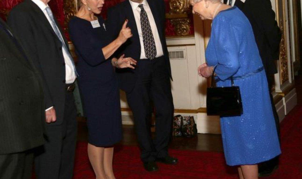 Όταν η Έλεν Μίρεν Βασίλισσα στο σινεμά συνάντησε την πραγματική Βασίλισσα Ελισάβετ και μαζί γέλασαν με την γκάφα του εγγονού ''τους'' Γουίλιαμ! Φωτογραφίες από τη συνάντηση ''κορυφής''! (φωτό) - Κυρίως Φωτογραφία - Gallery - Video