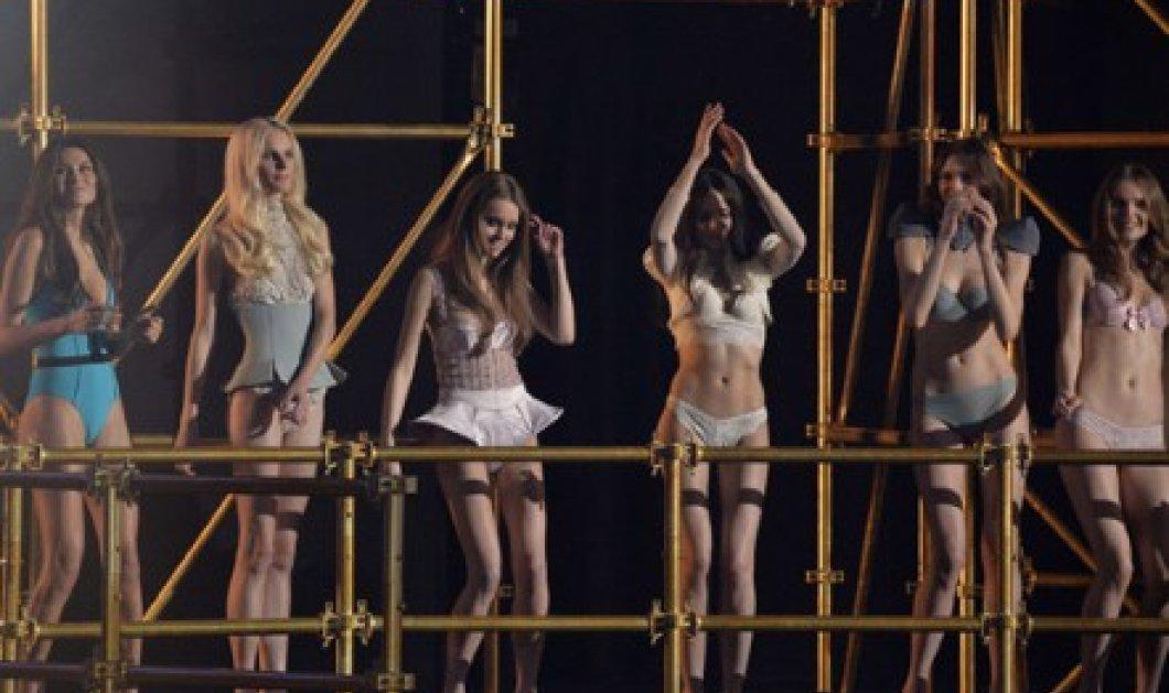 Εσώρουχα κα μαγιό με λάμψη από την πρωτεύουσα της μόδας: Στο Παρίσι παρουσίασε η Etam τα νεανικά της lingerie, παρουσία της ωραίας της ημέρας, Κατρίν Ντενέβ!  - Κυρίως Φωτογραφία - Gallery - Video