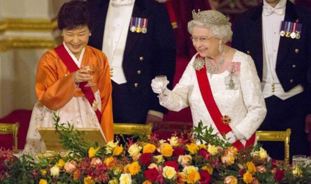Βασίλισσα Ελισάβετ ετών 88 και η Telegraph την αποθεώνει επιλέγοντας  όλα τα συνολάκια που φόρεσε τα τελευταία 2 χρόνια σε πολύ προχωρημένη πλέον ηλικία - Τρέμε Κέιτ (φωτό) - Κυρίως Φωτογραφία - Gallery - Video