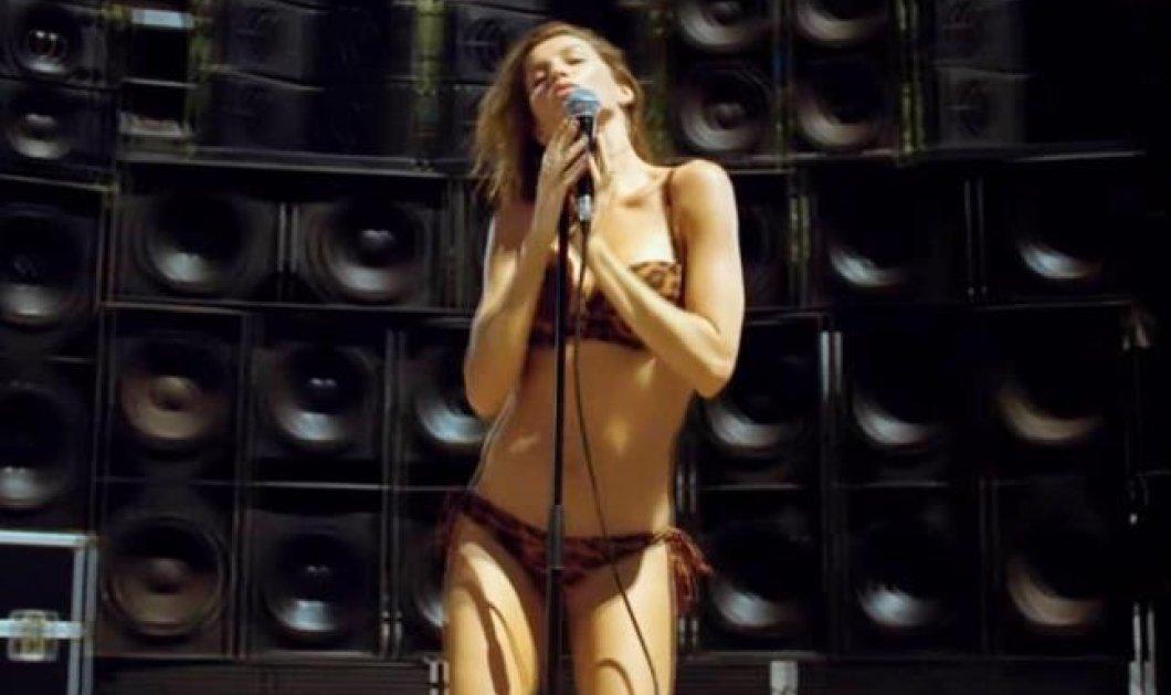 Τις πασαρέλες άφησε η Ζιζέλ και έπιασε το μικρόφωνο για να διαφημίσει καμπάνια εταιρείας ρούχων - Δεν τα πήγε άσχημα! (βίντεο) - Κυρίως Φωτογραφία - Gallery - Video