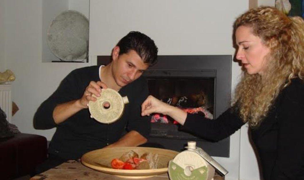 Αποκλειστικό: «Με όνειρο & γνώση» ο Κωνσταντίνος & η Μπάρμπαρα δημιουργούν προϊόντα ορόσημο - MILESTONE για την υγιεινή διατροφή: Το πιο συγκλονιστικό χειροποίητο πήλινο μπουκάλι λαδιού που έχετε δει! - Κυρίως Φωτογραφία - Gallery - Video