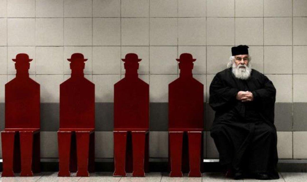 Η φωτογραφία της ημέρας: Ο παπάς μας στο μετρό μας με Γαίτη - ανθρωπάκια παρέα - κάνει το γύρο του κόσμου!  - Κυρίως Φωτογραφία - Gallery - Video