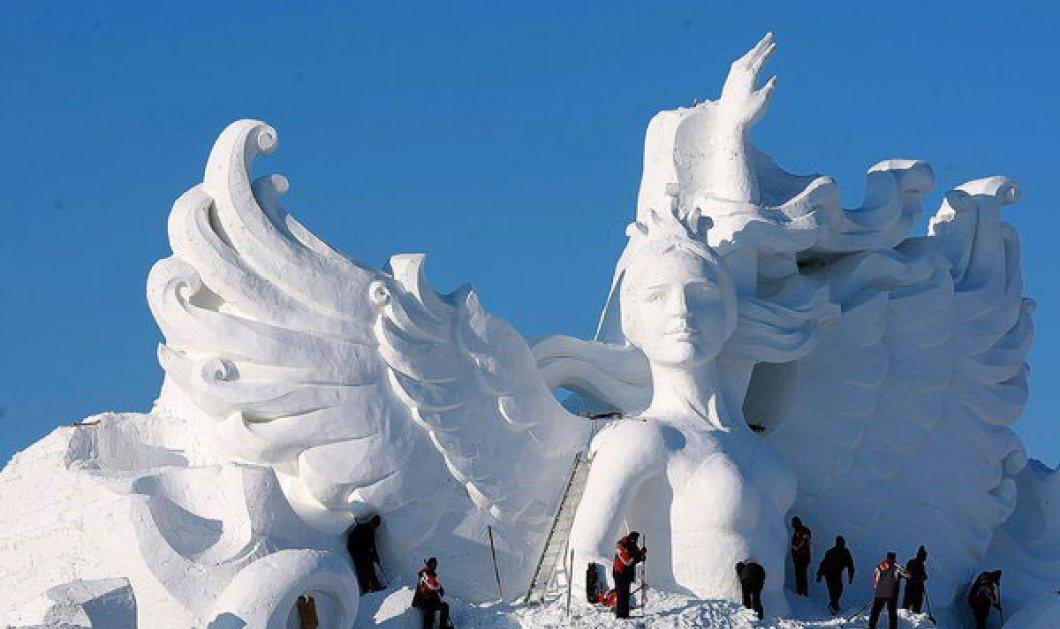 Δείτε το κορίτσι κύκνο, το υψηλότερο γλυπτό από χιόνι στον κόσμο. - Κυρίως Φωτογραφία - Gallery - Video