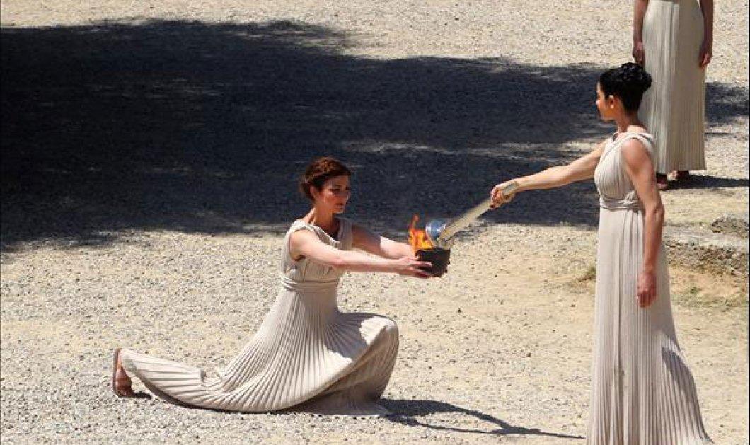 Η Μενεγάκη ανάβει την Ολυμπιακή φλόγα στην Αρχαία Ολυμπία!! Η Ινώ...! - Κυρίως Φωτογραφία - Gallery - Video