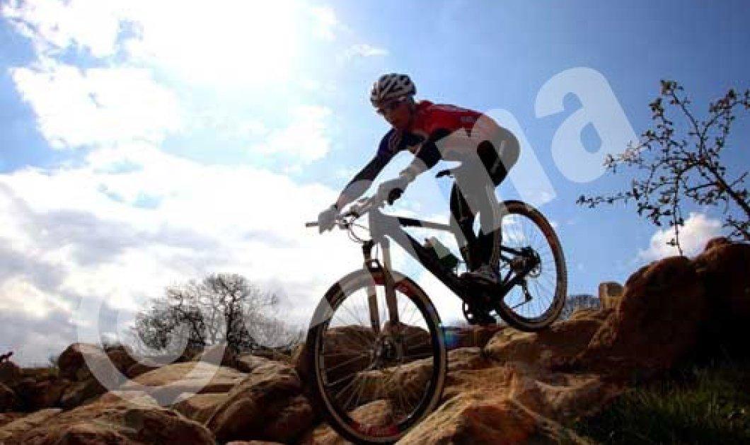 Οι παντρεμένοι ποδηλάτες προτιμούν ορεινές διαδρομές!! - Κυρίως Φωτογραφία - Gallery - Video