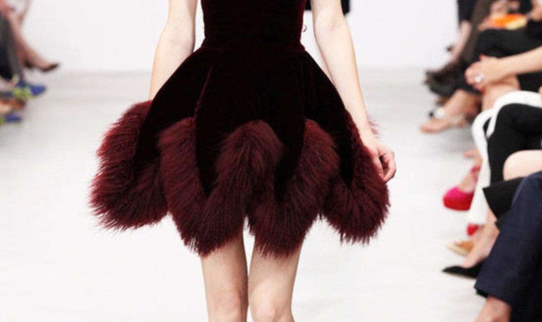 Σε μαύρο και γήινα χρώματα η εντυπωσιακή κολεξιόν του Αζεντίν Αλαΐα για το φετινό χειμώνα! - Κυρίως Φωτογραφία - Gallery - Video