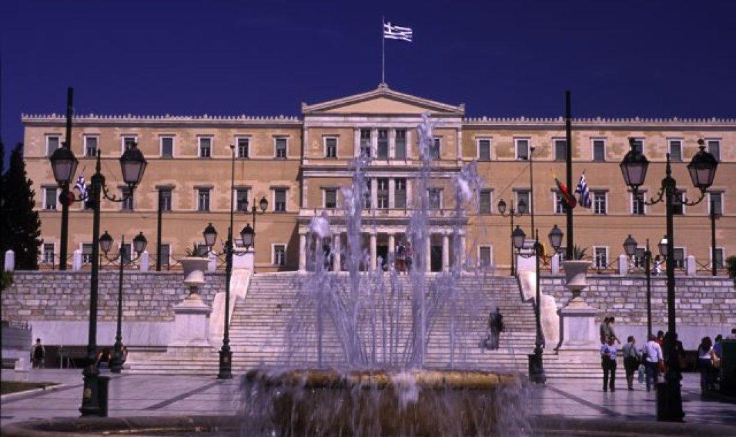 Οι μισοί Ελληνες δεν εμπιστεύονται καθόλου το πολιτικό σύστημα - Μόλις 1,4% δηλώνει ικανοποιημένο σύμφωνα με την ΕΛΣΤΑΤ - Κυρίως Φωτογραφία - Gallery - Video