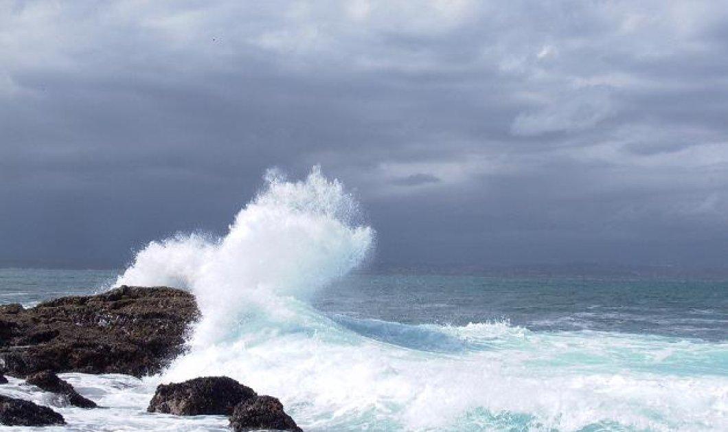 Το βίντεο της ημέρας: Τα κύματα «καταπίνουν» πλοίο στο στενό Μυκόνου-Τήνου! Θαλασσοταραχή! - Κυρίως Φωτογραφία - Gallery - Video