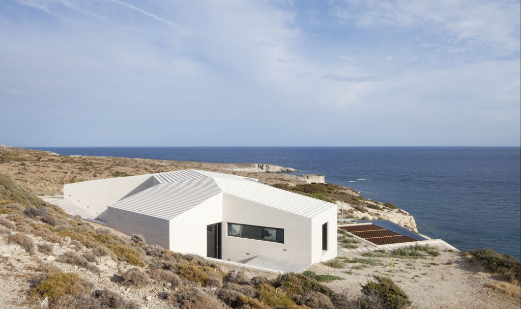 Good News: Δύο διεθνή βραβεία αρχιτεκτονικής, κριτικής επιτροπής & κοινού για μια θαυμάσια κατοικία στη Μήλο - Τα έλαβε η ομάδα deca Architecture - Κυρίως Φωτογραφία - Gallery - Video
