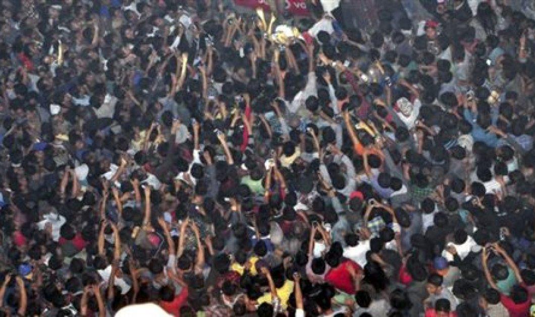 Ινδία: Χιλιάδες άτομα εισέβαλαν σε φυλακή υψίστης ασφαλείας & ξυλοκόπησαν μέχρι θανάτου κρατούμενο για βιασμό!(Βίντεο με σκληρές εικόνες) - Κυρίως Φωτογραφία - Gallery - Video