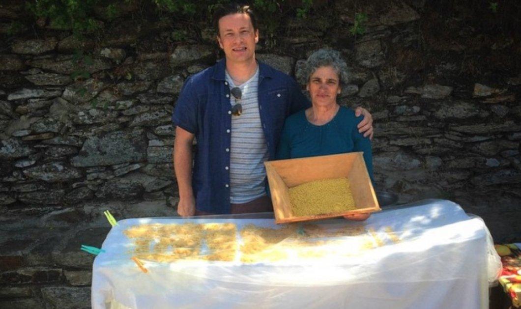 Όταν ο Jamie Oliver ενθουσιάστηκε με την Ικαρία, τον τραχανά της κυρίας Μαρίας & ανεβάζει φωτό στο Instagram! - Κυρίως Φωτογραφία - Gallery - Video