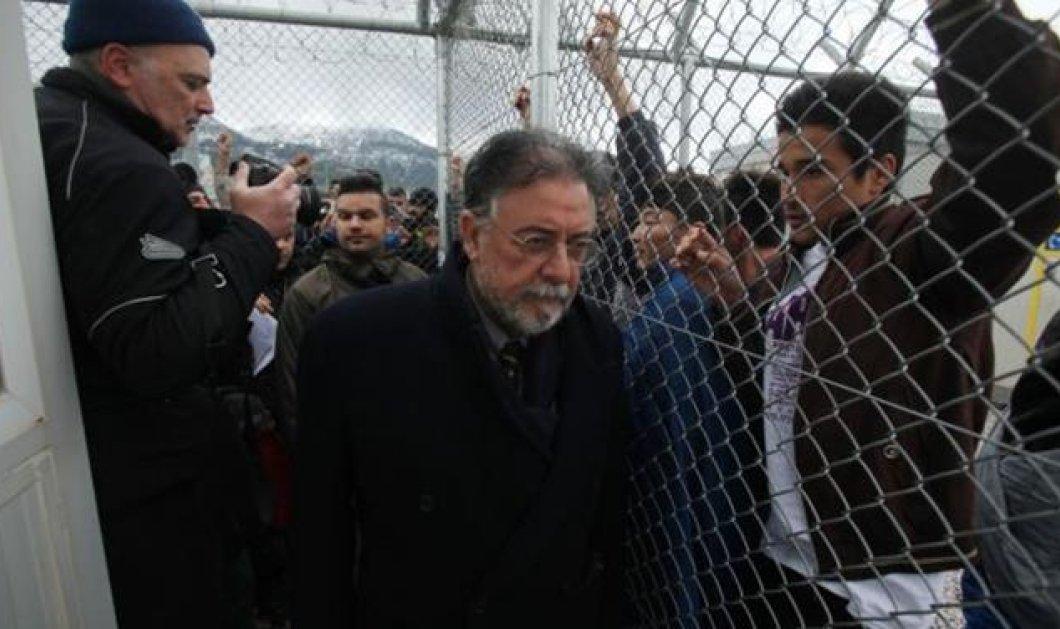 Αμυγδαλέζα: Ενταση μετά τις εξαγγελίες Πανούση-Χριστοδουλοπούλου - Φωτιές & συνθήματα από αλλοδαπούς στο κέντρο κράτησης μεταναστών - Κυρίως Φωτογραφία - Gallery - Video