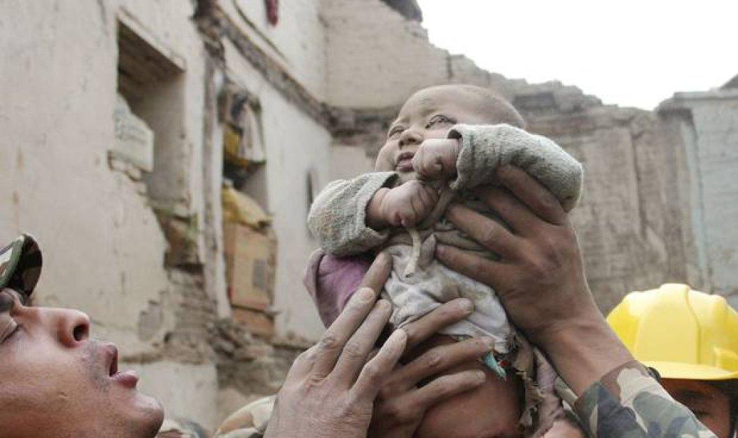 Η συγκινητική ιστορία του Νεπάλ: Βρέφος επιβίωσε κάτω από τα συντρίμμια 22 ώρες μετά το σεισμό - Κυρίως Φωτογραφία - Gallery - Video